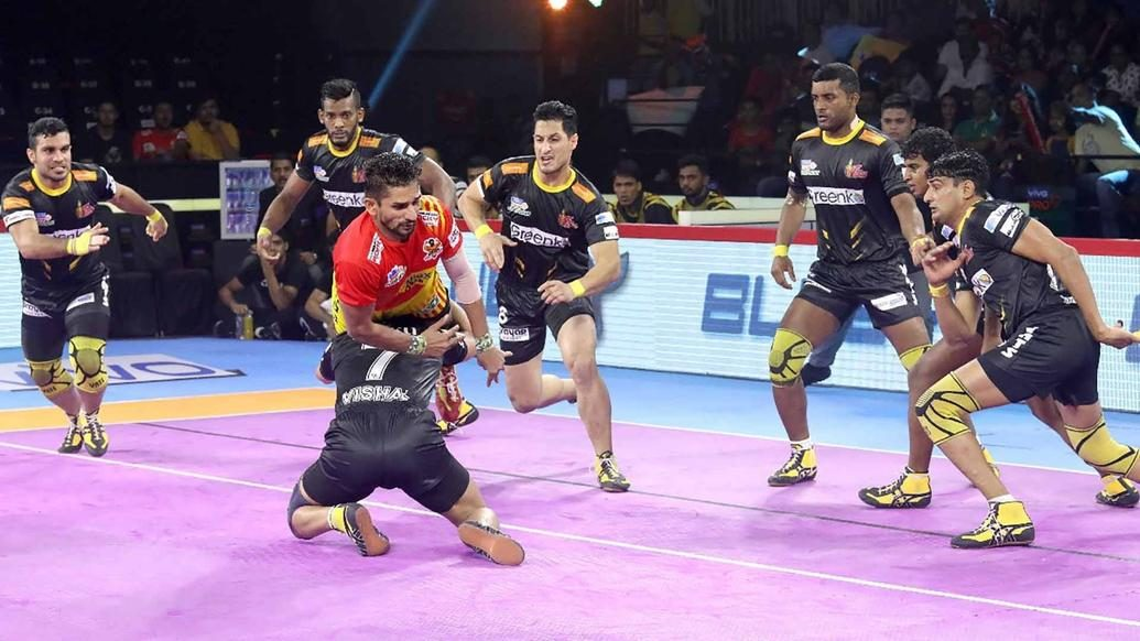 Bhardwaj leads a strong defensive display as Telugu Titans defeat Gujarat Fortunegiants