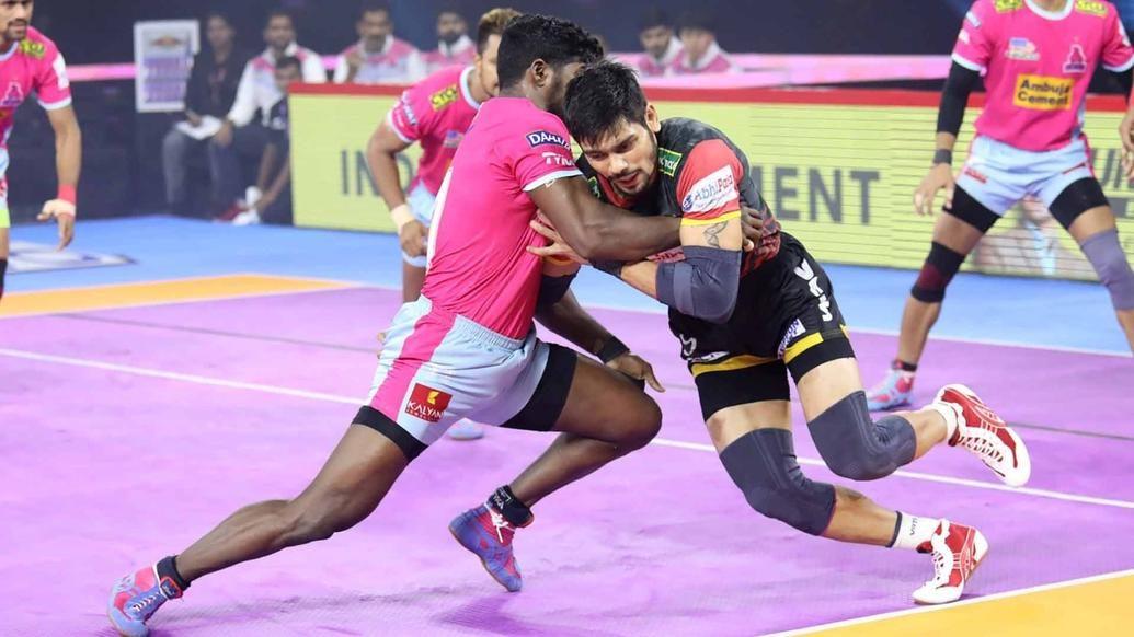 Rohit's Super 10 and dominant defence give Bengaluru Bulls a big win