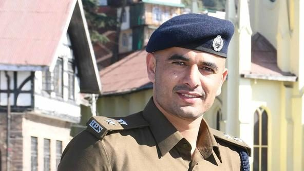 Star raider Ajay Thakur dons police uniform in fight against coronavirus