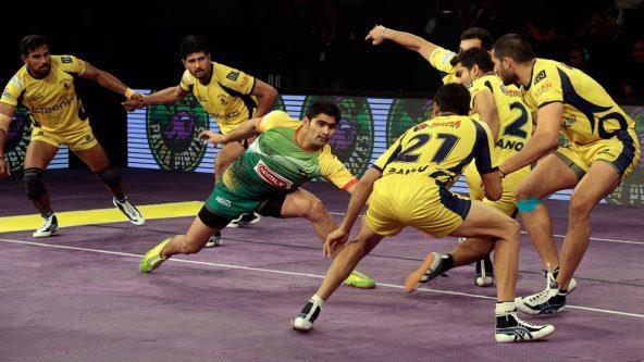 Telugu Titans keep semis hopes alive with 42-41 win