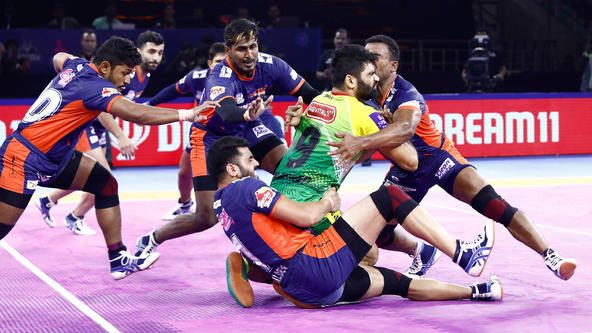 Pardeep's late flurry in vain as tight defence helps Bengal Warriors defeat Patna Pirates